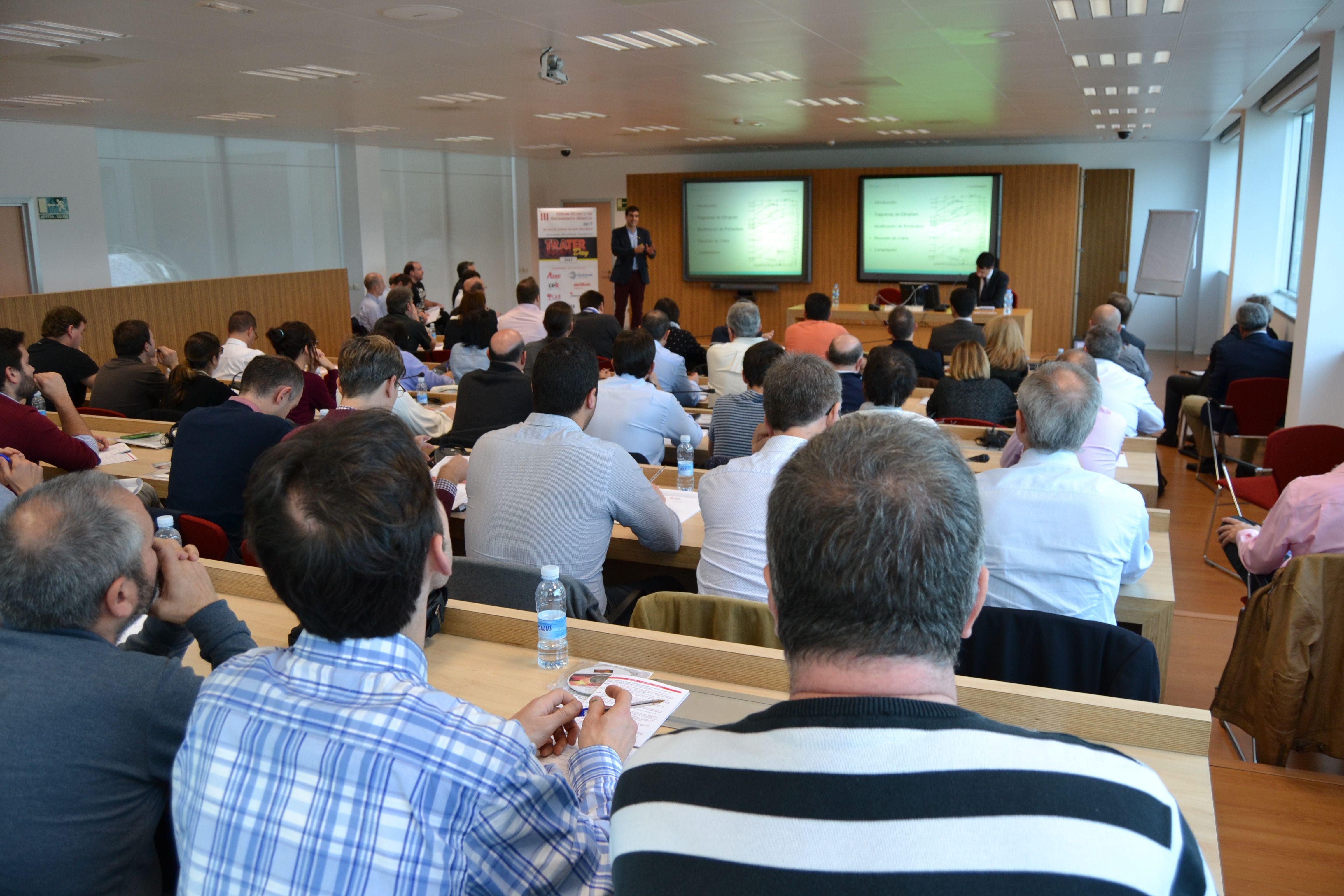 El investigador de IK4-AZTERLAN Garikoitz Artola en un momento de su presentación